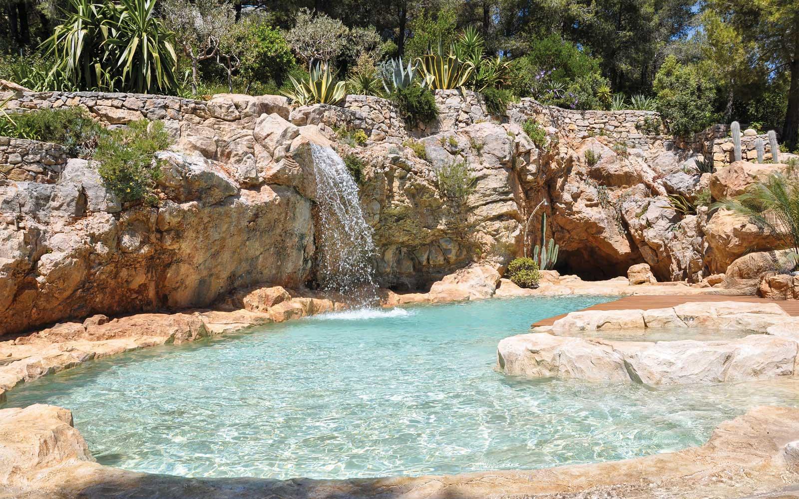 Piscine creus e dans les rochers for Local piscine rocher
