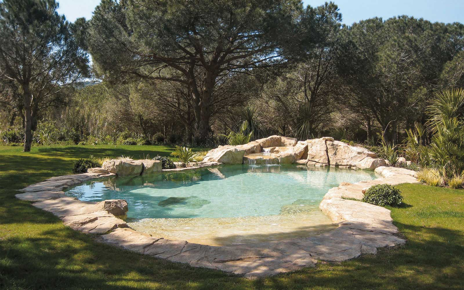 Piscine paysag e for Piscine naturelle cascade