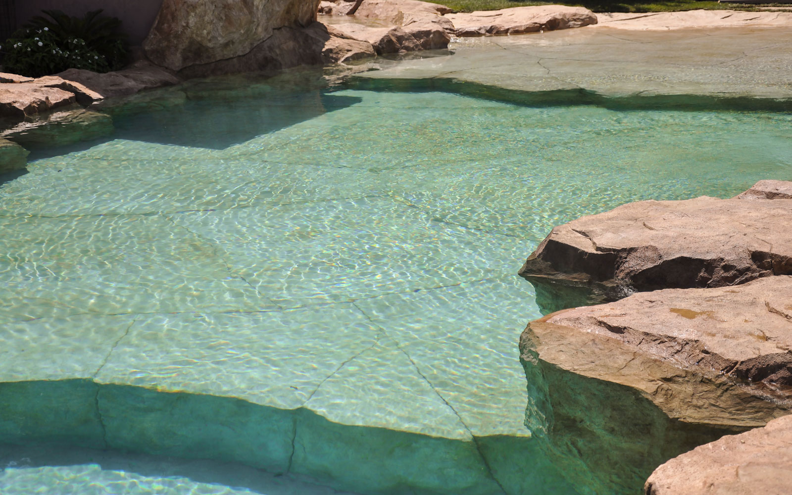 Nos r alisations piscines cascades rochers bassins for Bassin tampon piscine
