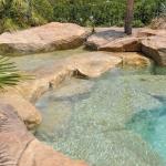 Rochers et piscine