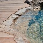 Terrasse bois et rochers