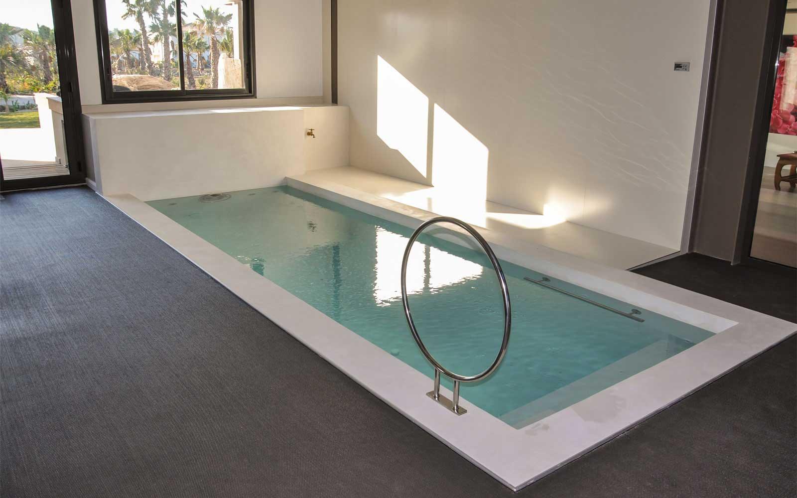 84-waterworld_piscine intérieure avec nage à contre courant et ... - Combien Coute Une Piscine Interieure