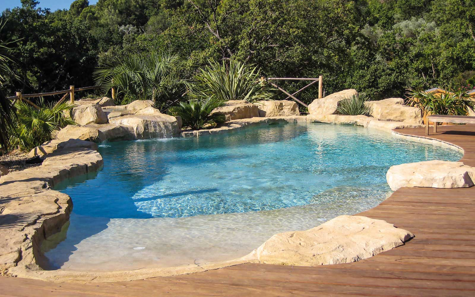68 waterworld enrochements pour piscines for Piscine naturelle cascade