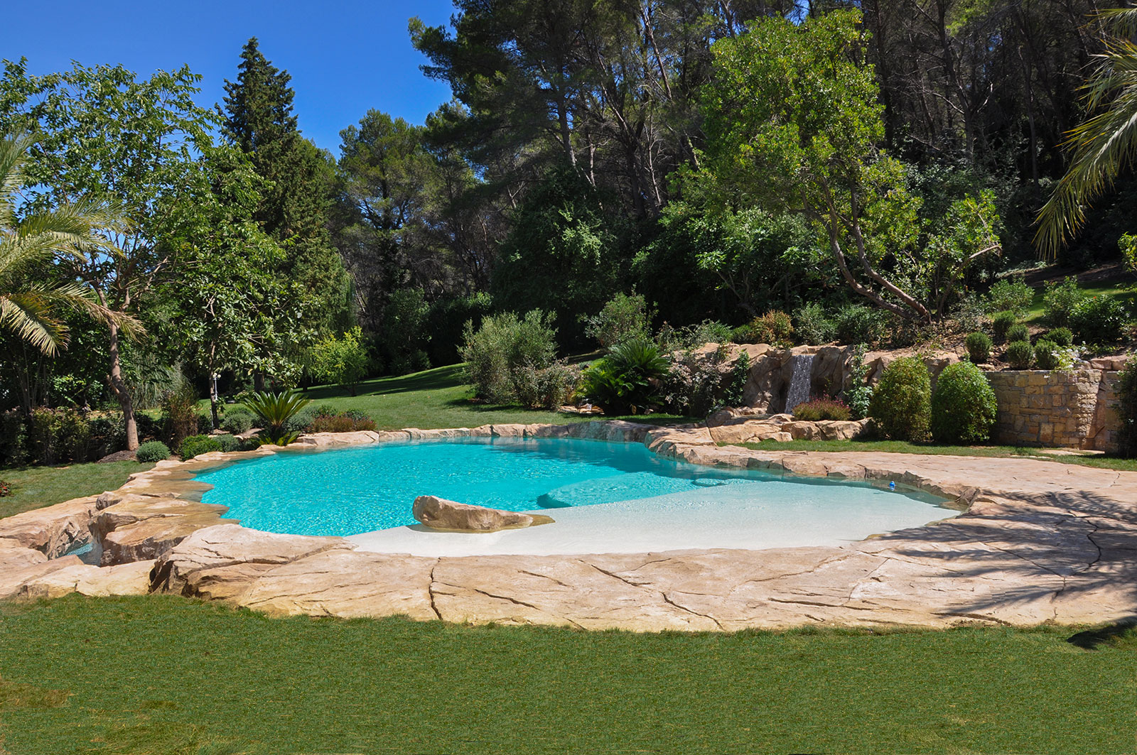 Piscines paysag es d 39 exception bassins cascades for Constructeur de piscine